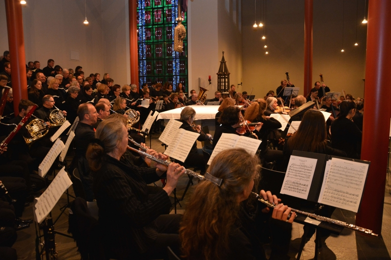 Chorgemeinschaft und Orchester (Photo: Dr. Michael Bialk)